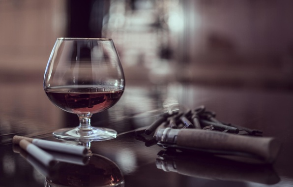 Picture macro, table, glass, cigar, cognac, cigarette