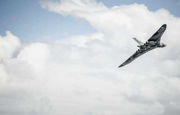 Picture England, North Yorkshire, Scarborough, Scarborough South Bay, Avro Vulcan XH558