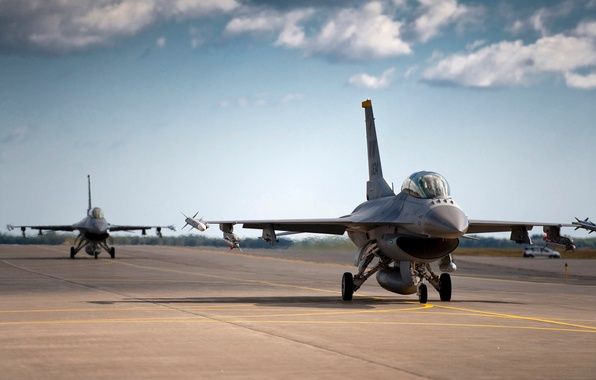 Picture The sky, Clouds, The plane, Fighter, Strip, Fighting, F-16, Falcon, Multipurpose, The airfield, Stroy