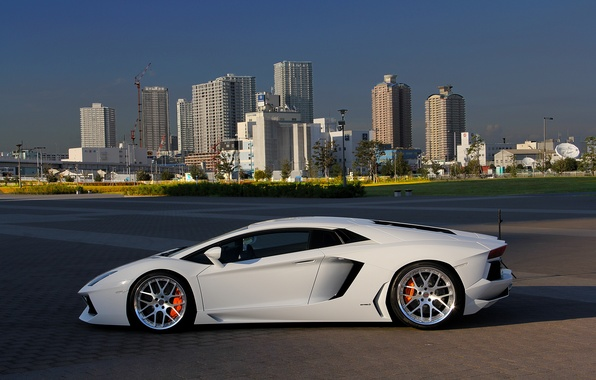 Picture white, city, the city, profile, white, wheels, lamborghini, drives, aventador, lp700-4, Lamborghini, aventador