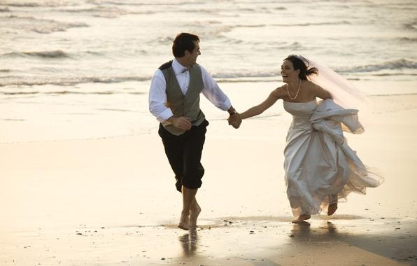 Picture sand, sea, joy, mood, the bride, veil, wedding, the groom, wedding dress