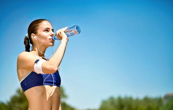 Picture woman, mineral water, outdoor activity, hydration of the sportsman