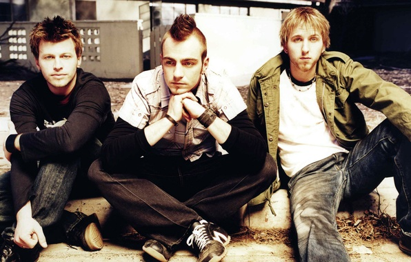 Picture guys, sitting, Adam Gontier, Three Dace Grace, Brad Walst, Neil Sanderson