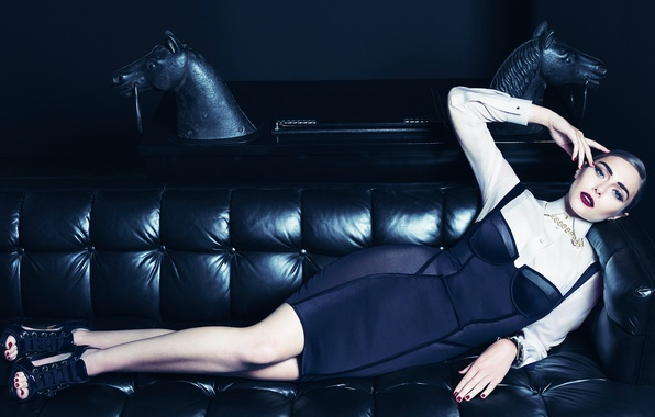 Photo wallpaper style, model, makeup, figure, dress, actress, hairstyle, photographer, lies, journal, on the couch, Vogue, Elizabeth ...