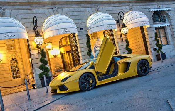 Picture yellow, the building, Lamborghini, supercar, supercar, yellow, aventador, lp700-4, Lamborghini, aventador, building