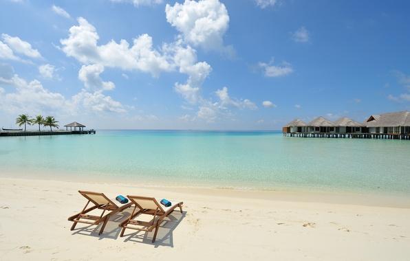 Picture island, the Maldives, white sand, sun loungers, Seychelles