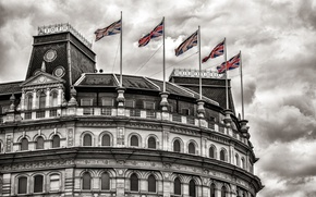 Picture the building, flags, Trafalgar Square London, Grand Buildings