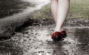 Picture macro, feet, puddle