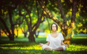 Picture park, yoga, white clothes