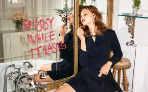 Picture reflection, the inscription, model, makeup, dress, mirror, lipstick, hairstyle, bath, brown hair, photoshoot, Lindsey Wixson, ...