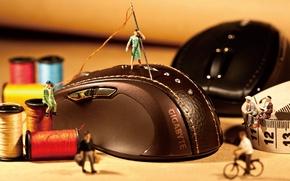 Picture men, mouse, thread