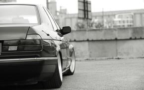 Picture black and white, BMW, dark red, E32