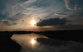 Picture the sky, the sun, clouds, reflection, river