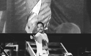 Picture music, smile, microphone, Linkin Park, Mike Shinoda, rap, rapper, screen, black and white, b/w, stage, …