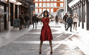 Picture girl, the city, style, dress, glasses, shoes, in red