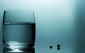Picture water, glass, pills
