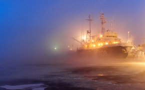 Picture lights, fog, ship, ice, port