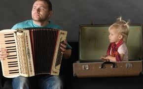 Picture man, the situation, father, girl, suitcase, accordion