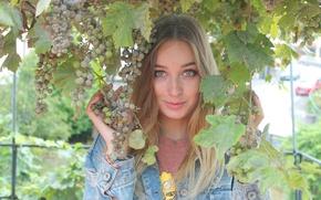 Picture leto, vinograd, vesnushki, glaza