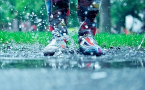 Wallpaper puddle, rubber boots, squirt