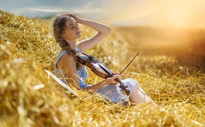 Picture summer, girl, violin, heat