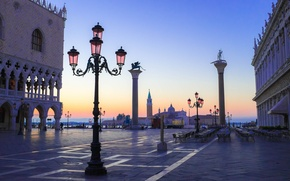 Picture morning, Italy, Venice, the Doge's Palace, Piazzetta, column of St. Mark, column of St. Theodore
