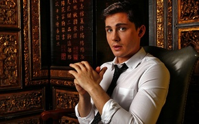 Picture photoshoot, Logan Lerman, Los Angeles Times, October 2014