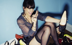 Picture Look, Smile, Model, Shoes, Brunette, Stockings, Phone, Daisy Lowe, Model, Stockings, Shoes, Daisy Lowe, Daisy …