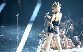 Picture scene, microphone, Rita Ora, British singer, Rita Sahatçiu There