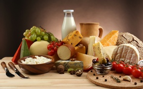 Picture eggs, cheese, grapes, pitcher, tomatoes, olives, garlic, cheese, walnuts