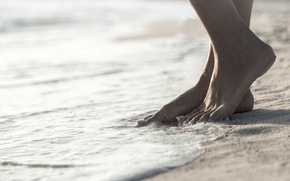 Picture sand, feet, bracelet, tide