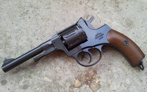 Picture weapons, Revolver, Revolver
