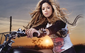 Picture author, singer, Shakira, Shakira, music, composer, dancer, producer, motorcycle., songs, Photoset