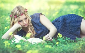 Picture dress, book, wreath, reading, Kery Rut Garcia