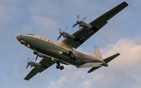 Picture the plane, military transport, Soviet, AN-12B