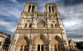 Picture the sky, clouds, Notre Dame Cathedral