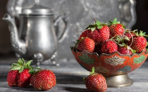 Picture berries, kettle, strawberry