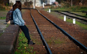 Picture girl, rails, the platform