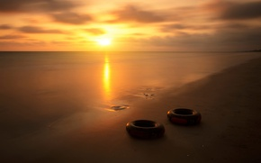 Picture beach, circles, cylinders