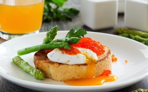 Picture Breakfast, Breakfast, Fresh toast with poached egg, Fresh toast with poached egg, caviar and asparagus, ...