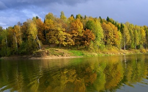 Picture the sky, trees, river, shore, Autumn