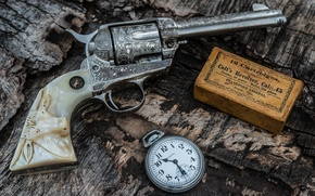 Picture weapons, the handle, cartridges, trunk, watch, revolver