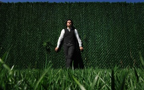 Picture greens, grass, wall, gerard way, my chemical romance, Gerard way