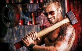 Picture tattoo, glasses, sledgehammer