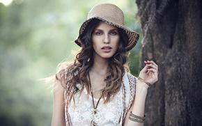 Picture girl, decoration, tree, hat, dress, trunk, brown hair, bracelets, curls