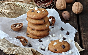 Picture cookies, nuts, cakes