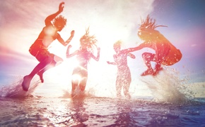Picture sea, beach, summer, the sky, foam, water, the sun, light, joy, squirt, people, girls, the …