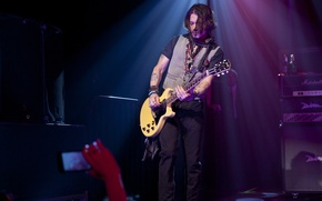 Picture guitar, concert, johnny depp, gibson, johnny Depp