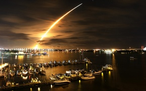 Picture night, yachts, pier, trail of fire
