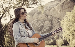 Picture girl, music, guitar